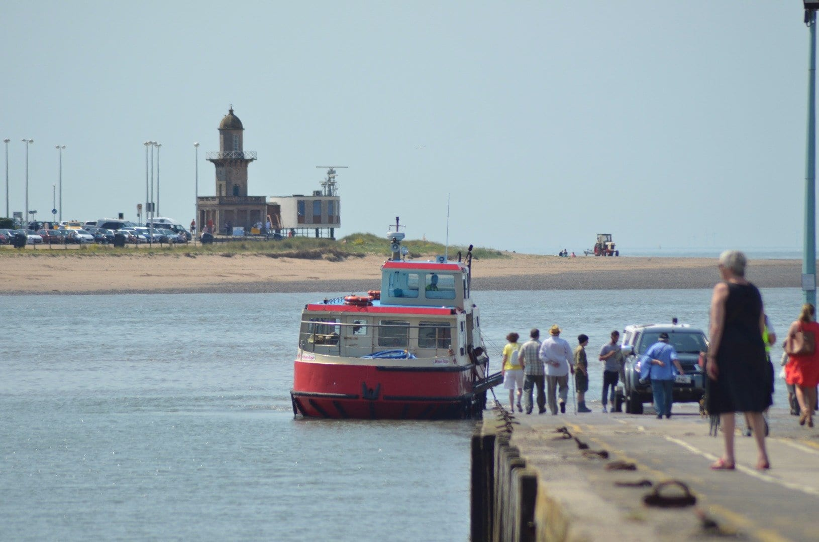 Fleetwood Ferry arriving at Knott End slipway