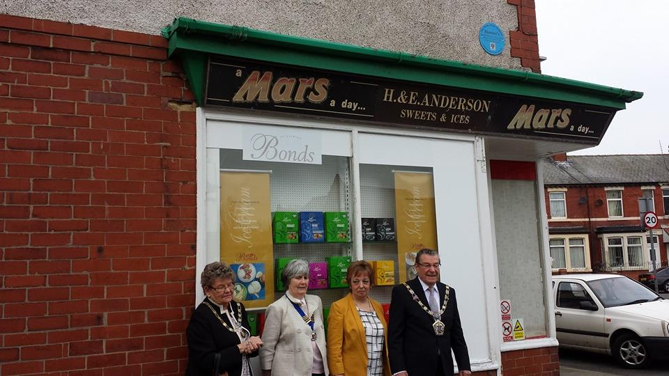 See the Blue Plaque, just above the shop sign. Photo: Maureen Blair