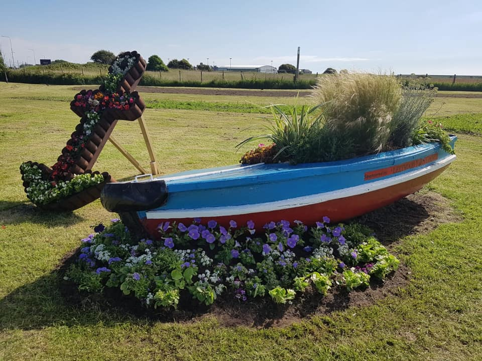 Fleetwood In Bloom 2019 - boat at Westway planted by Rossall School